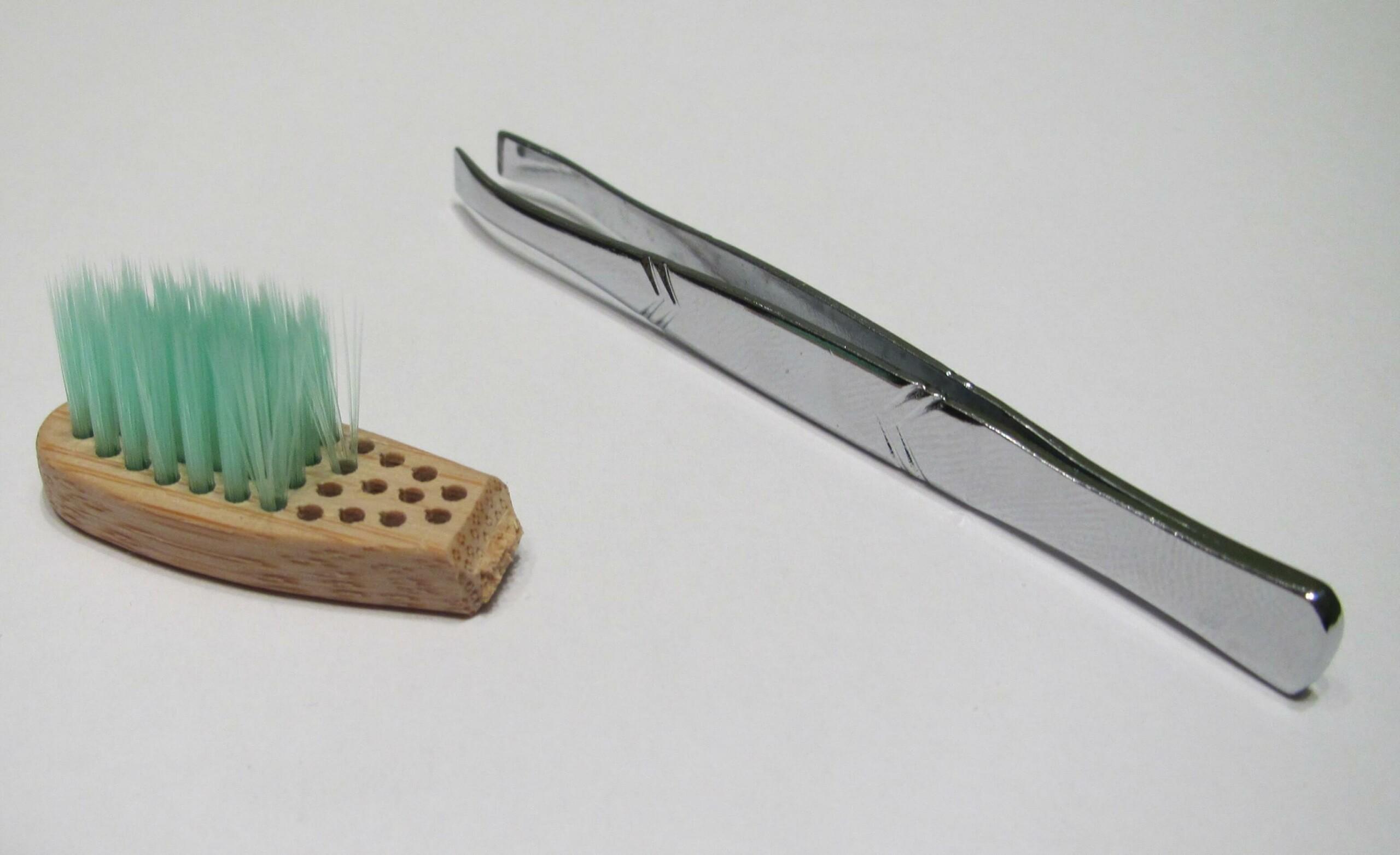 Reciclar cerdas cepillo de dientes de bambu con pinzas